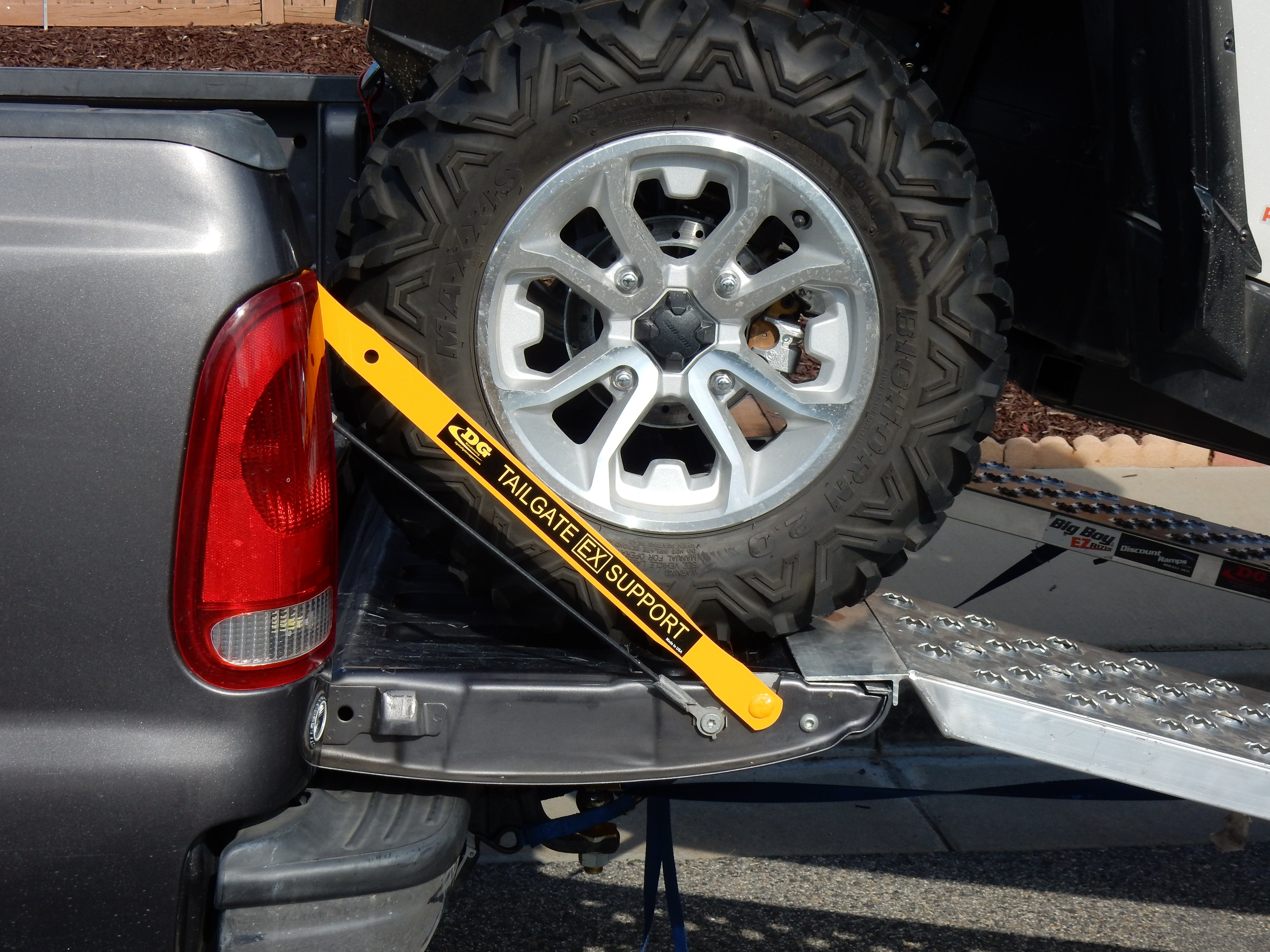 Full Size Tailgate EX Support Bars For Nissan 5.5 Bed, Pro